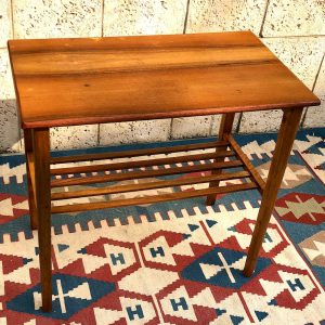 שולחן וינטאג' גוון ייחודי a02