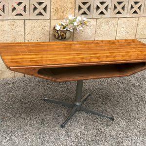 שולחן סלון וינטאג' תכשיט a01
