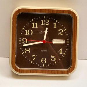 שעון וינטאג' פלסטיק J12