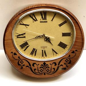 V8 שעון פלטיק עגול