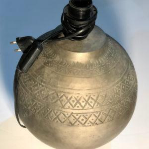 H04 מנורה שולחן עגולה