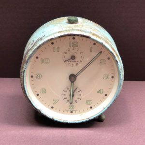 V17 שעון וינטאג' עשוי פח