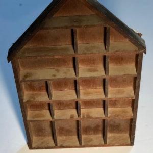 J37 בית בובות עץ