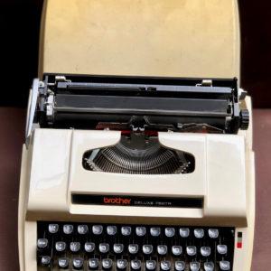 J111 מכונת כתיבה עברית