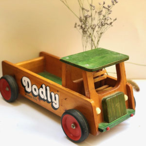 אוטו עשוי עץ דקורטיבי