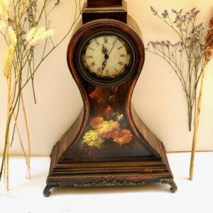 V20 שעון עץ פרחוני