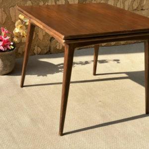A16 שולחן וינטאג' מרובע