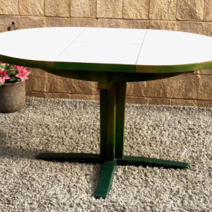 A18 שולחן אוכל ירוק