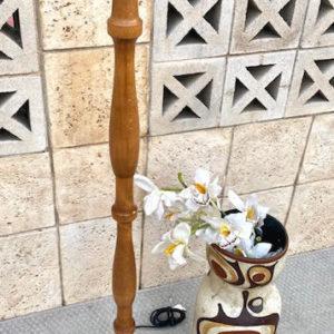 H45 מנורה רגל עץ בהיר