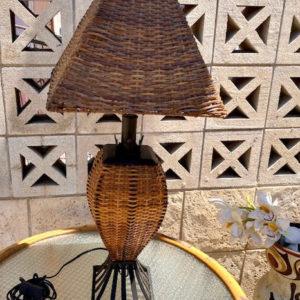 H52 מנורת שולחן קש